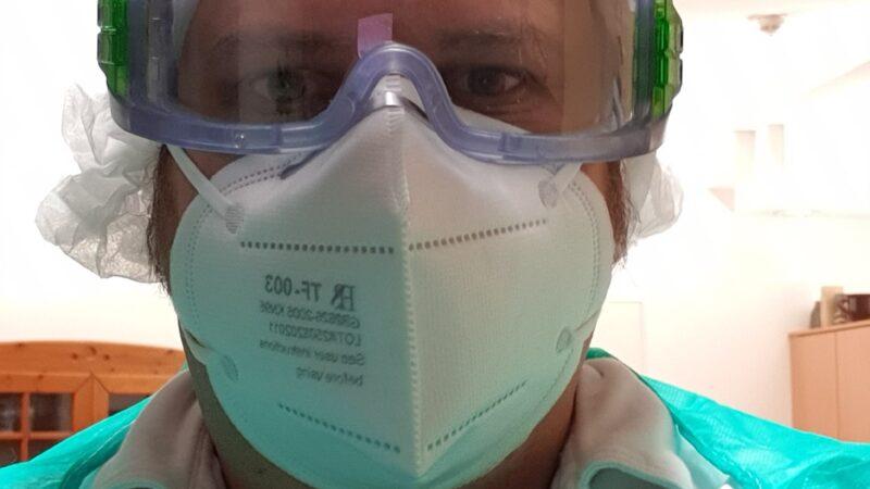 Ich selbst in Persönlicher Schutzausrüstung während eines Dienstes im Quarantänebereich